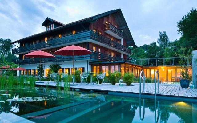 Naturschwimmbad mit Haupthaus