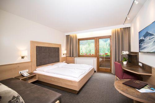 "Doppel-Dreibettzimmer ""Tirol"" Süd"