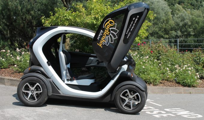verleih bmw i8 vw beetle twicy e scooter das resort. Black Bedroom Furniture Sets. Home Design Ideas