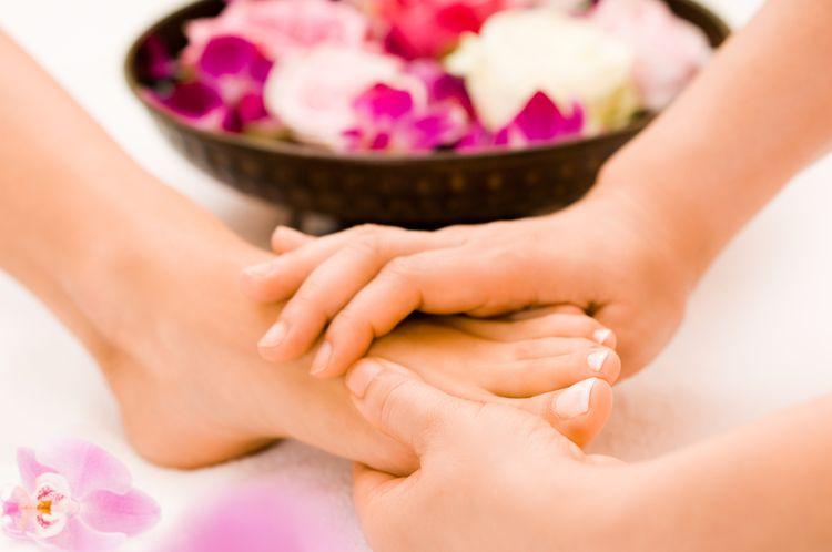 Energetic harmonising foot massage